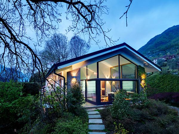 Chiêm ngưỡng nhà vườn 1.5 tầng đẹp xinh xắn, ấm cúng bên hồ rừng cây.