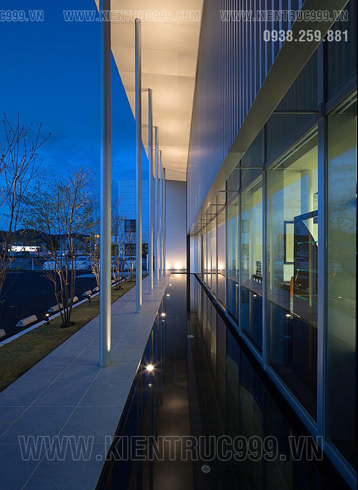 Thiết kế nhà điều hành 2 tầng đẹp như mọc lên từ mặt nước