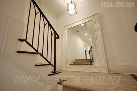 Gia đình bất hòa nếu treo gương phản xạ cửa đi và cầu thang