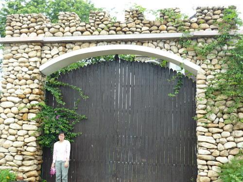 Cổng nhà cho gia chủ mạng Thổ