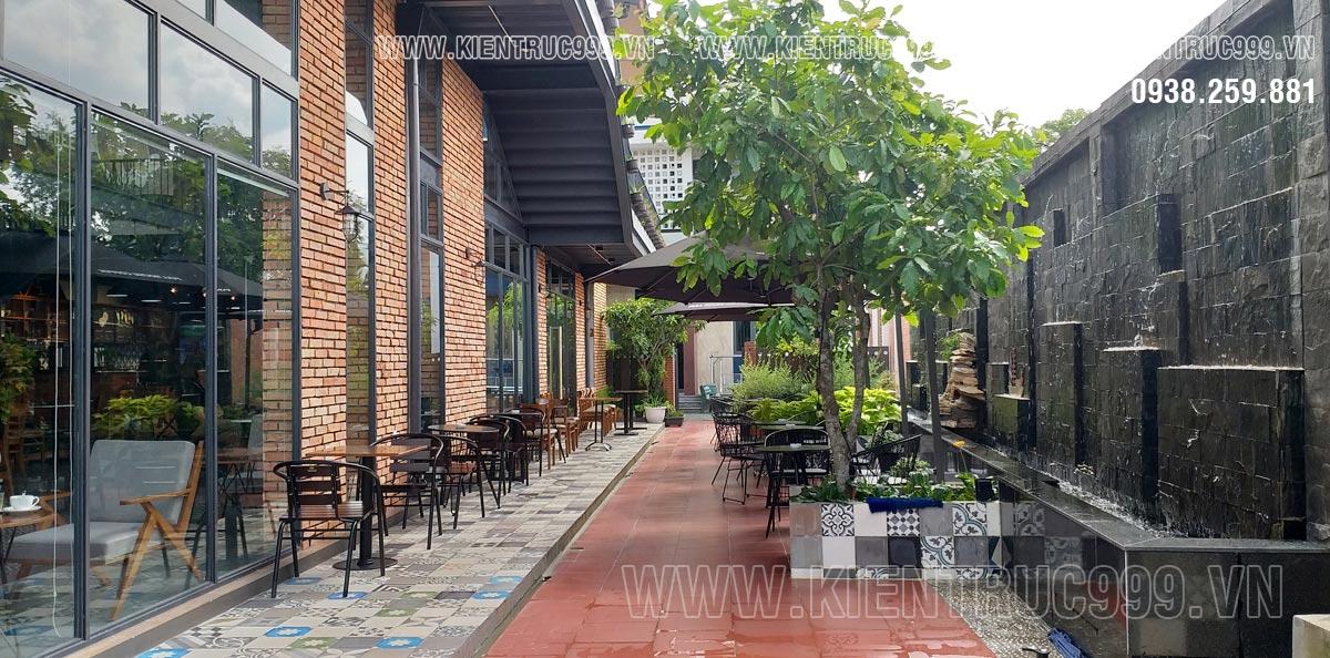 Lối vào quán cà phê sân vườn nhỏ đẹp Full House